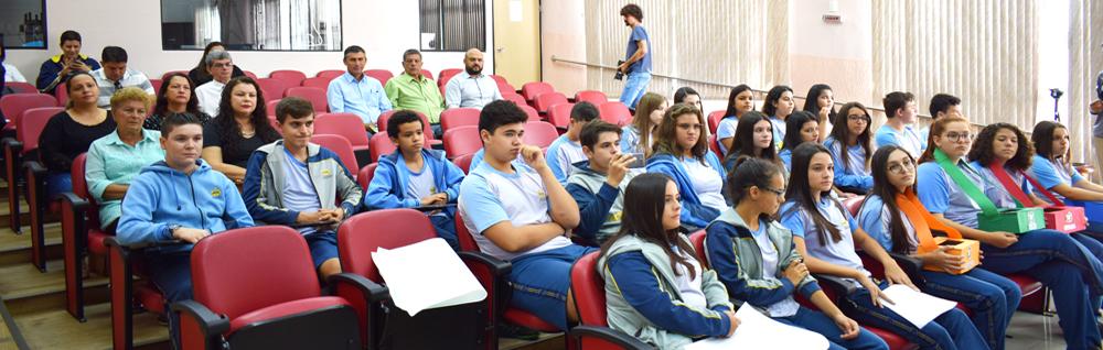 Alunos da Escola Adventista realizam apresentação no Dia Mundial da Água